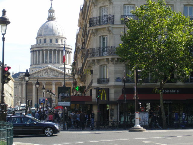 paris SAINT MICHEL mcdonald